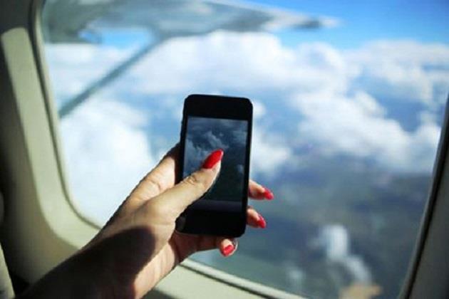 Tắt điện thoại khi đi máy bay