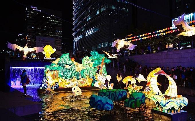 Rực rỡ lễ hội đèn lồng