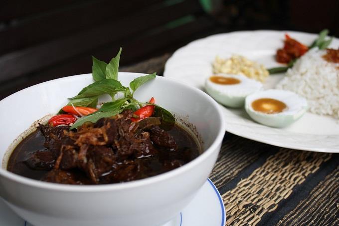 Nasi Rawon, món ăn nổi tiếng của Indonesia